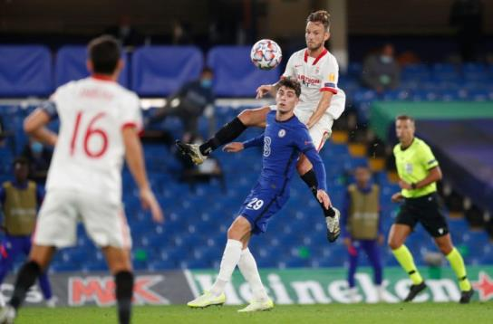 Sevilla's Croatian midfielder Ivan Rakitic (CR) jumps against Chelsea's German midfielder Kai Havertz (CL) during the UEFA Champions League first round Group E football match between Chelsea and Sevilla at Stamford Bridge in Lo<em></em>ndon on October 20, 2020. (Photo by Alastair Grant / POOL / AFP) (Photo by ALASTAIR GRANT/POOL/AFP via Getty Images)
