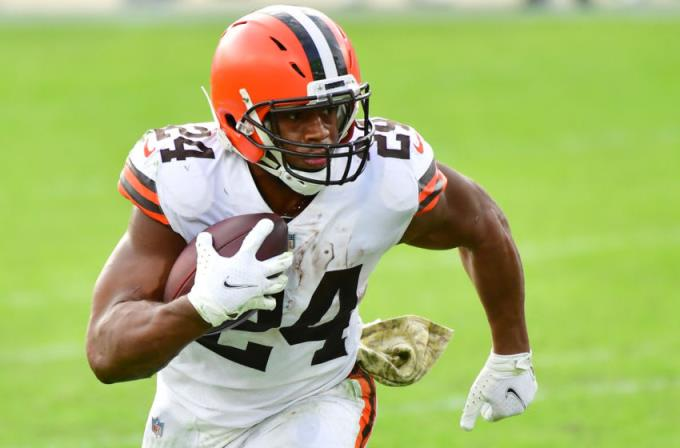 JACKSONVILLE, FLORIDA - NOVEMBER 29: Nick Chubb  24 of the Cleveland Browns (Photo by Julio Aguilar/Getty Images)